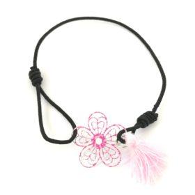 Lille elastik armbånd med blomst – i røde, lyserøde og ferskenfarvet nuancer
