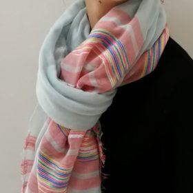 Elegant vævet tørklæde – sart lyseblå