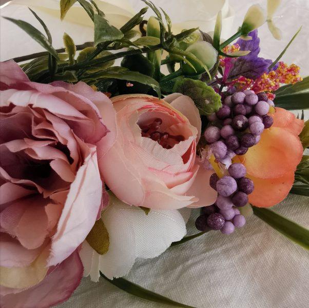 Overdådig klassisk blomsterhårkrans