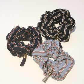 Designstribet scrunchies