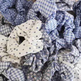 Scrunchies i blå og hvid